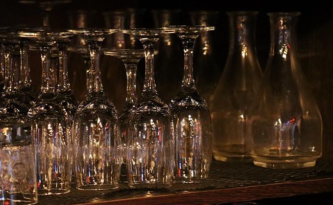 «Выручки упали на 80%»: ночные клубы и бары просят помощи у губернатора