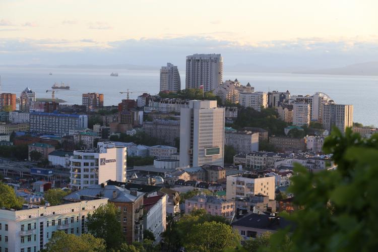 Завтракаем красной икрой и выгуливаем тигра: блогер - о мифах Владивостока