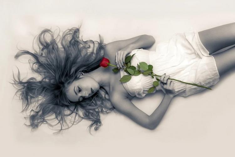 «Лишь бы повод найти»: девушка разозлилась из-за букета цветов в Приморье
