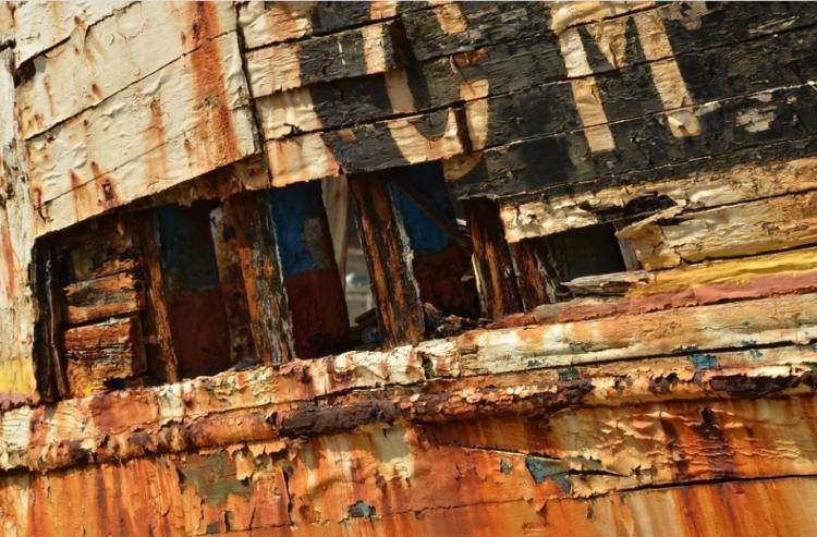 В Приморье обнаружено неизвестное затонувшее судно