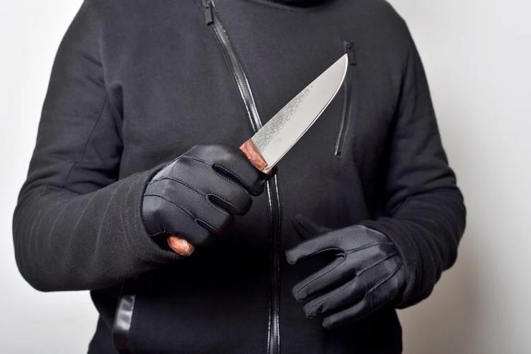 Мужчина расправился с обидчиком в Приморье, убив его ножом