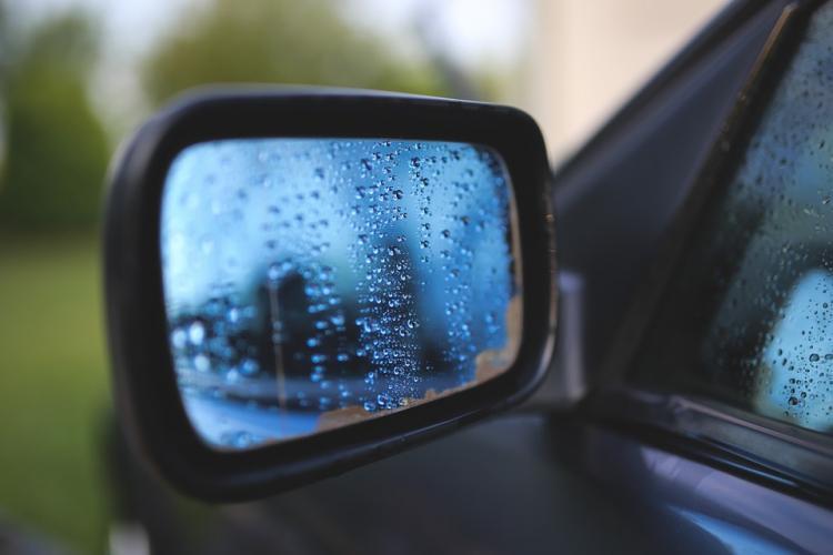 «Чем думали?»: нетрезвые приморцы чуть не «похоронили» свой автомобиль