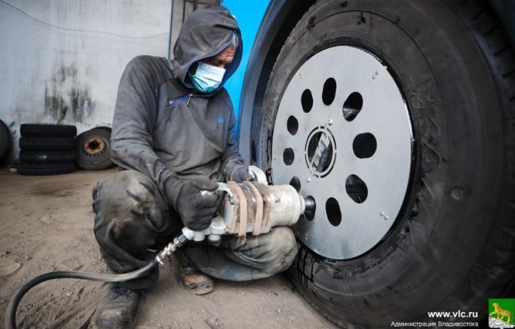 Автолюбителям Владивостока необходимо срочно «переобуть» свои автомобили