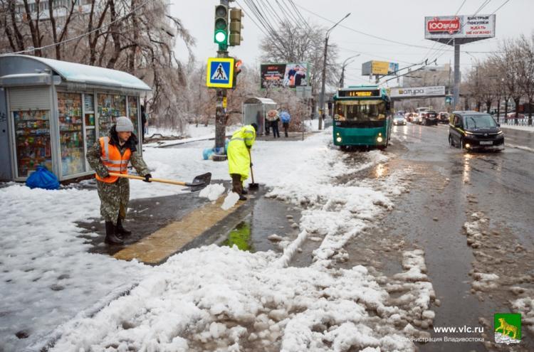Во Владивостоке руководителям рекомендуют сократить рабочий день