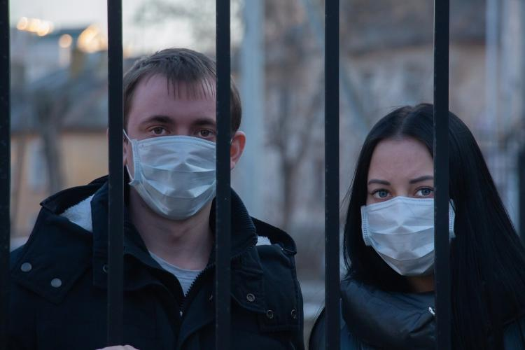 Правительство не планирует ужесточать ограничения из-за COVID-19 в России