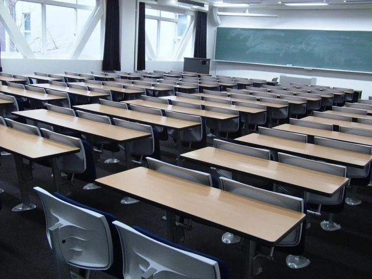 В школах меры и ограничения по COVID-19 хотят продлить до 2022 года