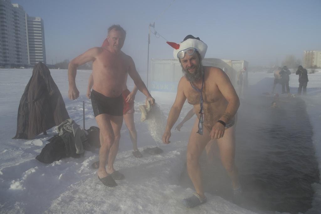 «-33, ощущается как -45»: новосибирцы массово искупались в лютый мороз