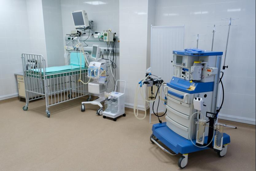 Реконструкцию отделения реанимации в детской больнице скорой помощи проверил губернатор Травников