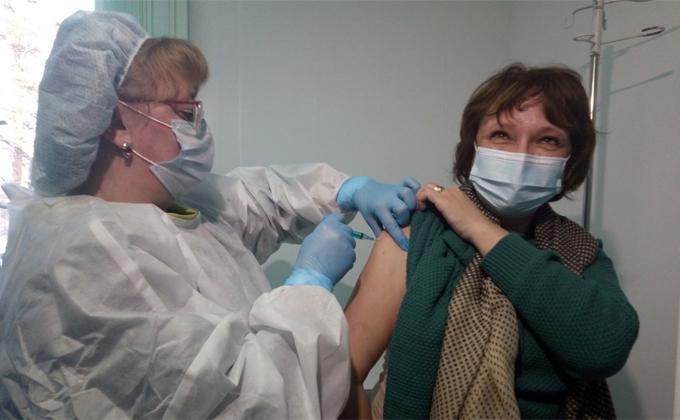 Вакциной «Вектора» начали прививать от коронавируса в Новосибирской области