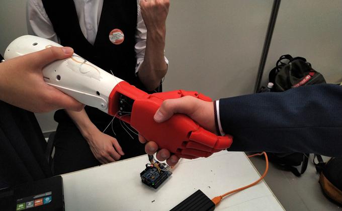 Механическую руку будущего создали студенты НГТУ