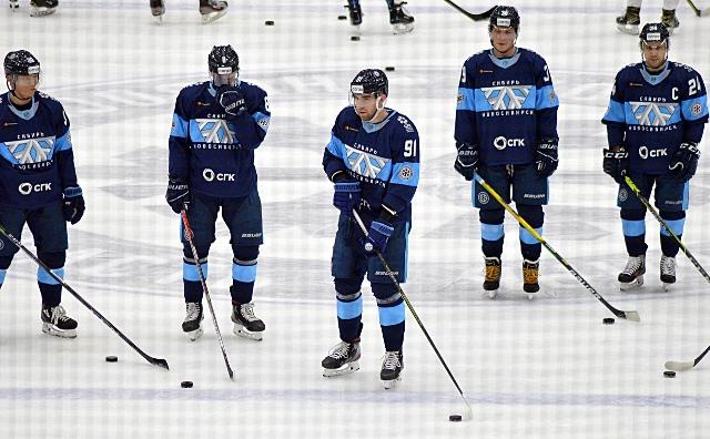 Хоккейная «Сибирь» проиграла борющемуся за плей-офф «Витязю»