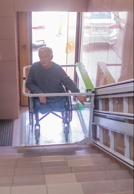 Соседи требуют от инвалида без ног демонтировать пандус, за который хлопотал губернатор