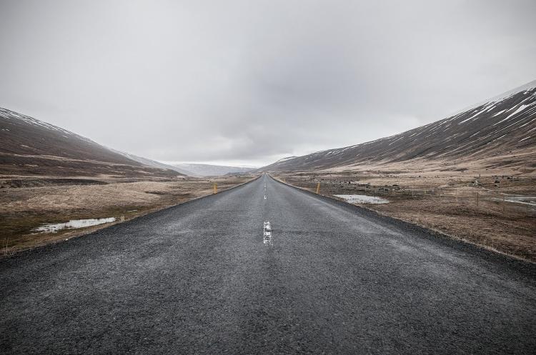 Упадет и прибьет кого-нибудь: приморцы обсуждают опасность на дороге