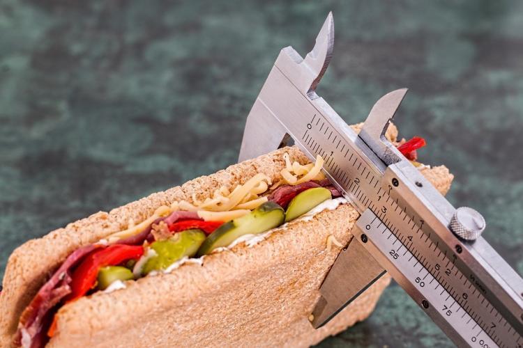 Диетолог предупредила о последствиях предновогодней диеты