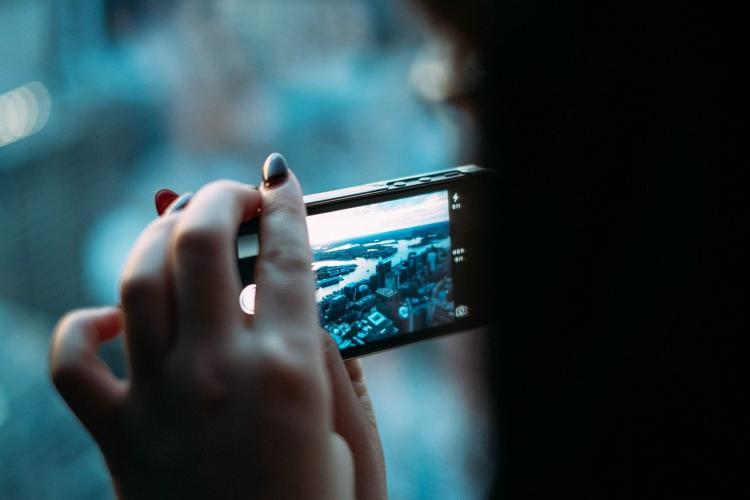 Врач рассказала об опасности синего света от экранов гаджетов