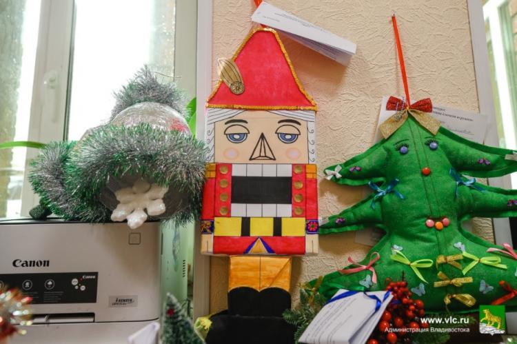 Ёлочные игрушки смастерили юные владивостокцы для городского конкурса