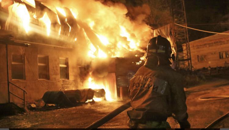 Тушили более 9 часов: мощный пожар подышал в Приморье
