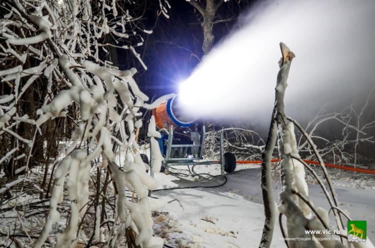 На острове Русский приступили к оснежению лыжной трассы