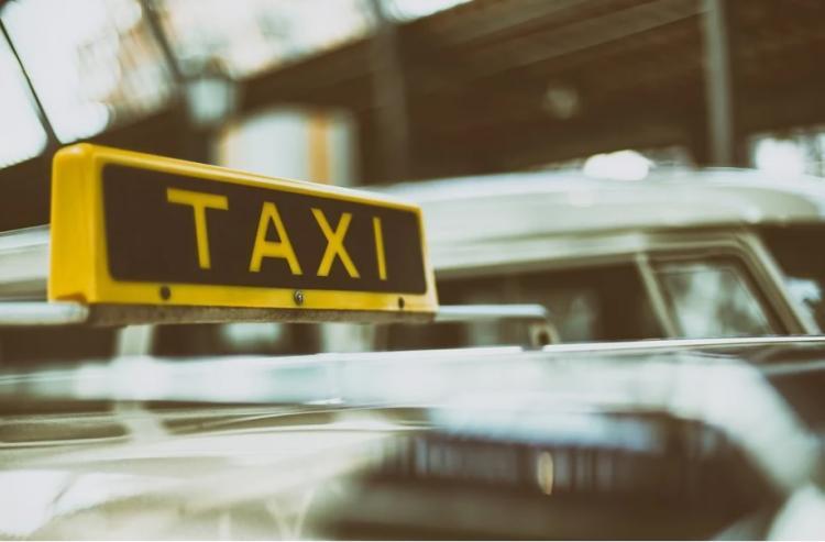 Приморец стал беднее после поездки в такси ранним утром