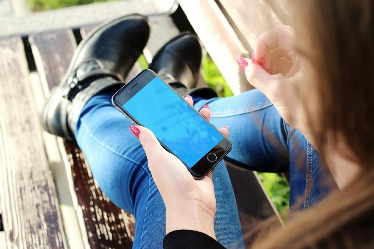 Врач дал совет, как спастись от излучения смартфона