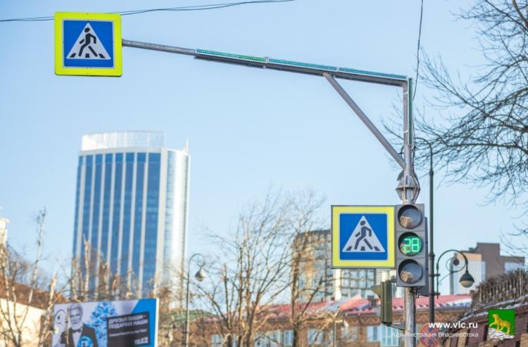 Светофоры Владивостока оборудуют светодиодными повторителями