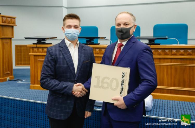 Организации и волонтеров Владивостока наградили за помощь при ЧС