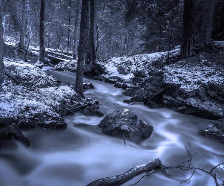 «Ледяное царство»: приморцы обсуждают фотографии реки Тигровая