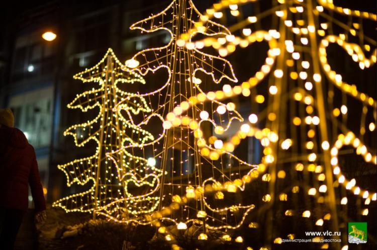 Свыше тысячи световых конструкций украсили Владивосток к Новому году