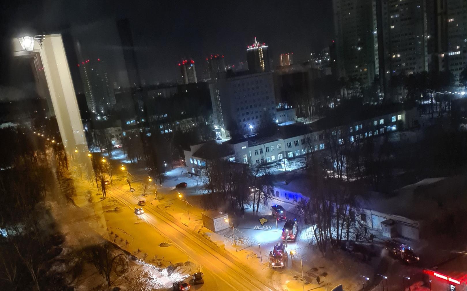 МРТ-центр пришлось экстренно тушить пожарным в Новосибирске