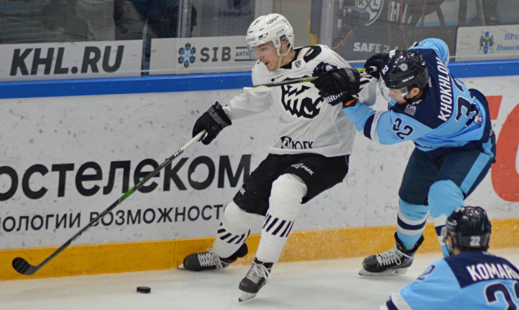 Кулаками хоккейная «Сибирь» разобралась с «Трактором»