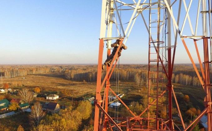 «Боюсь всегда, когда выхожу на веревку» - как промальпинисты моют небоскребы