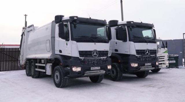 Новосибирское «Спецавтохозяйство» купило новые мусоровозы Mercedes