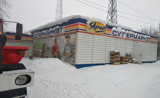 В Новосибирске покупатели выскочили из магазина «Ярче», спасая жизни
