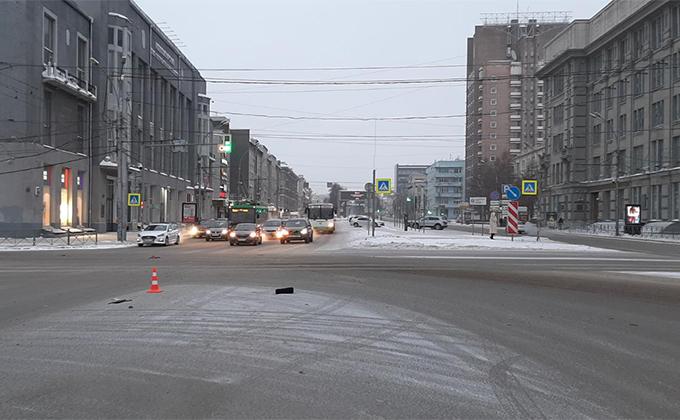 Насмерть сбил женщину и скрылся водитель в центре Новосибирска