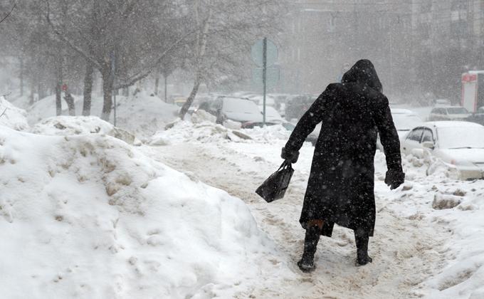 Снегом завалили дорожники тротуары частного сектора в Новосибирске