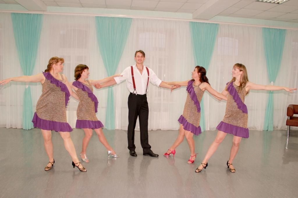 Огненной «латиной» удивляют горожан танцоры в Куйбышеве