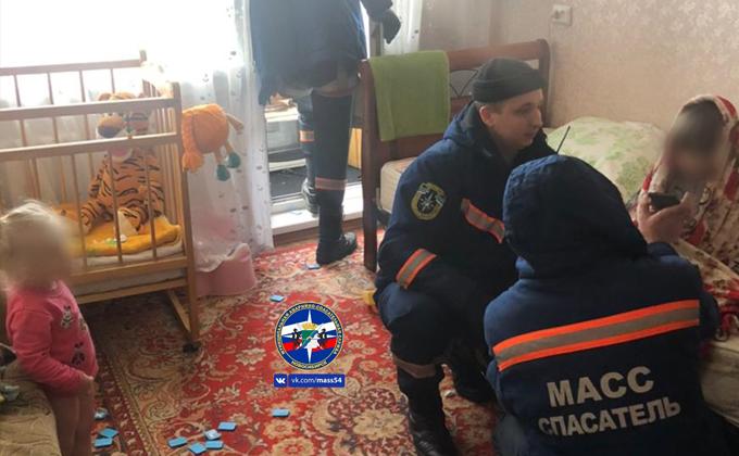 В Новосибирске годовалая девочка закрыла старшую сестру на балконе
