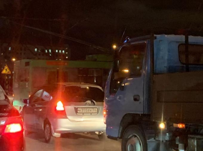 Пробка на два берега – троллейбусы перекрыли Димитровский мост
