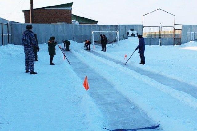 В новосибирской колонии-поселении прошли соревнования по керлингу