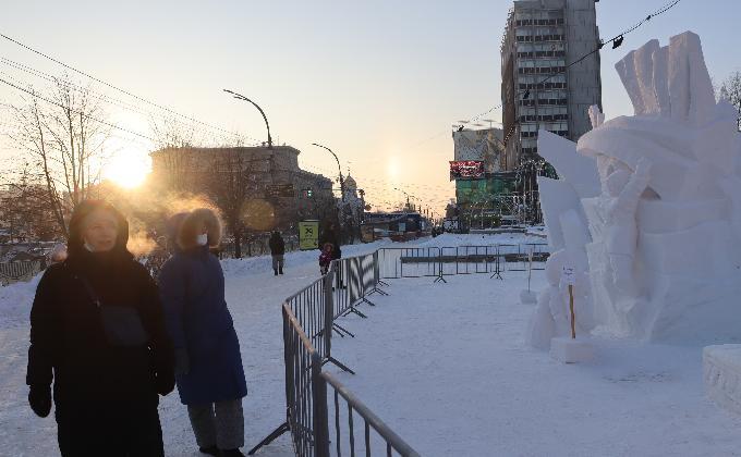 Вандалы уничтожили снежные скульптуры в Первомайском сквере