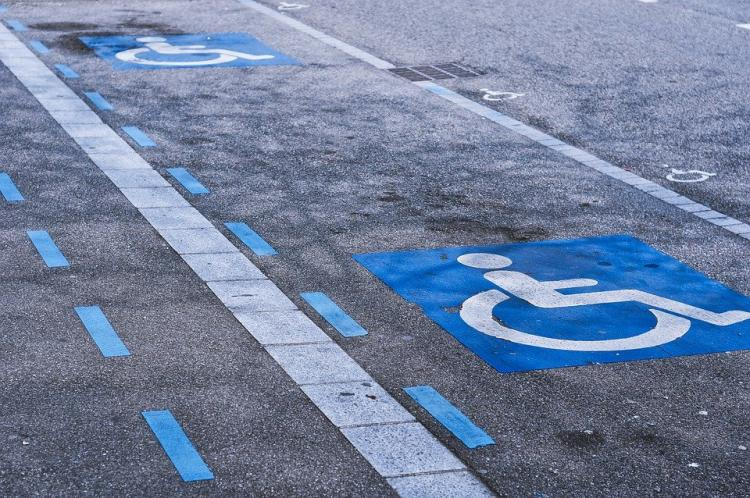 «Паркуюсь, где хочу»: женщина из Владивостока заняла место для инвалидов
