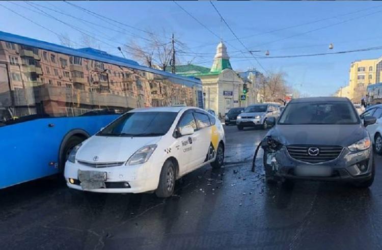 ДТП с такси произошло в центре Владивостока