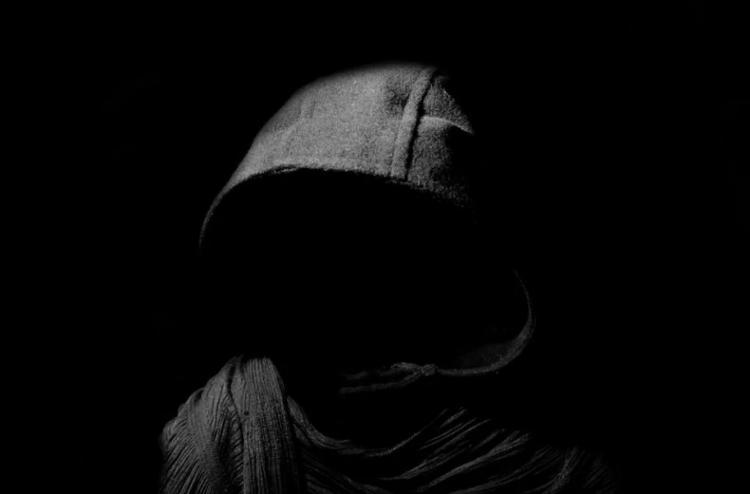 Отжимал и взламывал окна: в Приморье задержан серийный вор