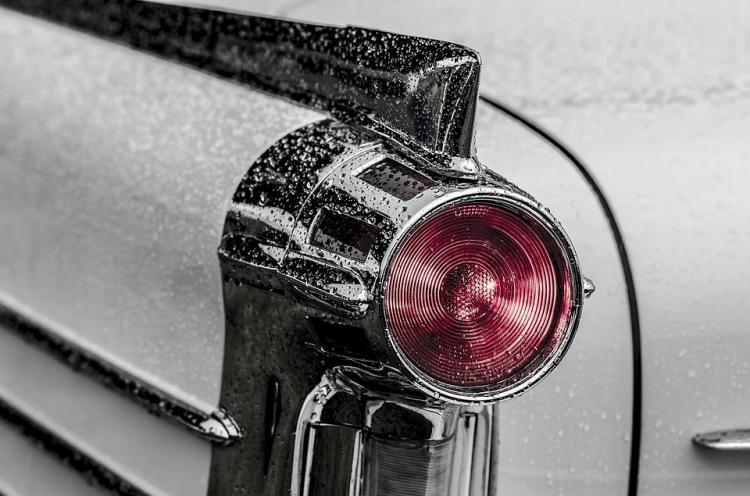 «Свифтик в стрингах»: фотографию автомобиля в Приморье обсуждают в сети