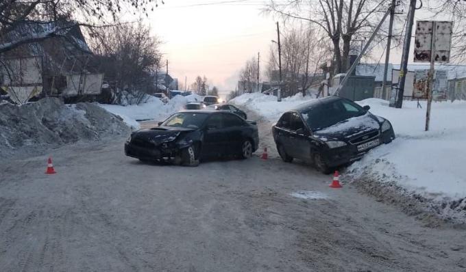 Два ребенка пострадали в столкновении автоледи в Октябрьском районе