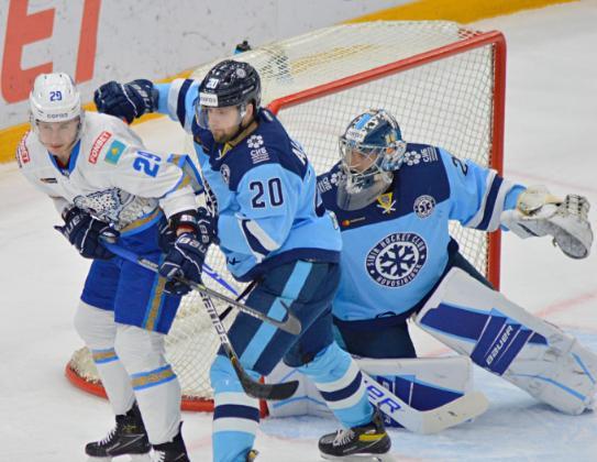 Хоккейная «Сибирь» проиграла соседям по «Востоку»