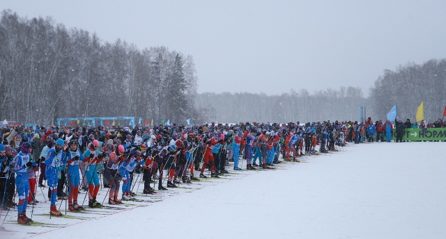 Признавались в любви, катались на лыжах и строили иглу: как прошло 14 февраля в Новосибирске