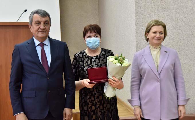 Орденами наградили сотрудников Роспотребнадзора за борьбу с коронавирусом в Новосибирске