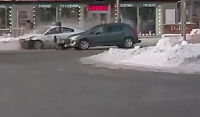 Таксист переехал пешехода на «зебре» в центре Новосибирска