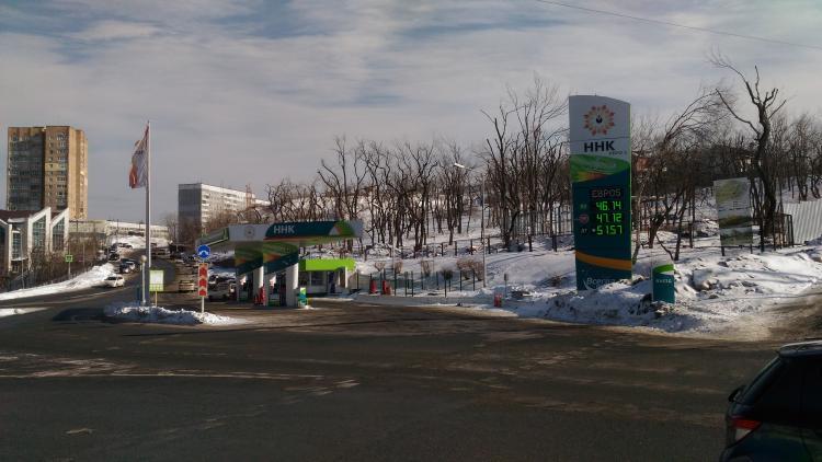 Бензина по-прежнему нет: когда топливо завезут в Приморье?